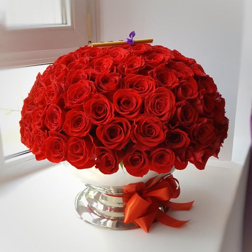 111 trandafiri in frapiera de sampanie - Floraria cu Povesti